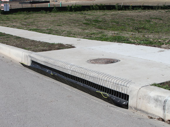 curb filter for stormwater and debris